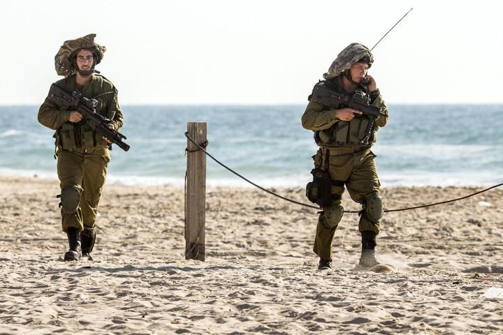 israeli soldier beach