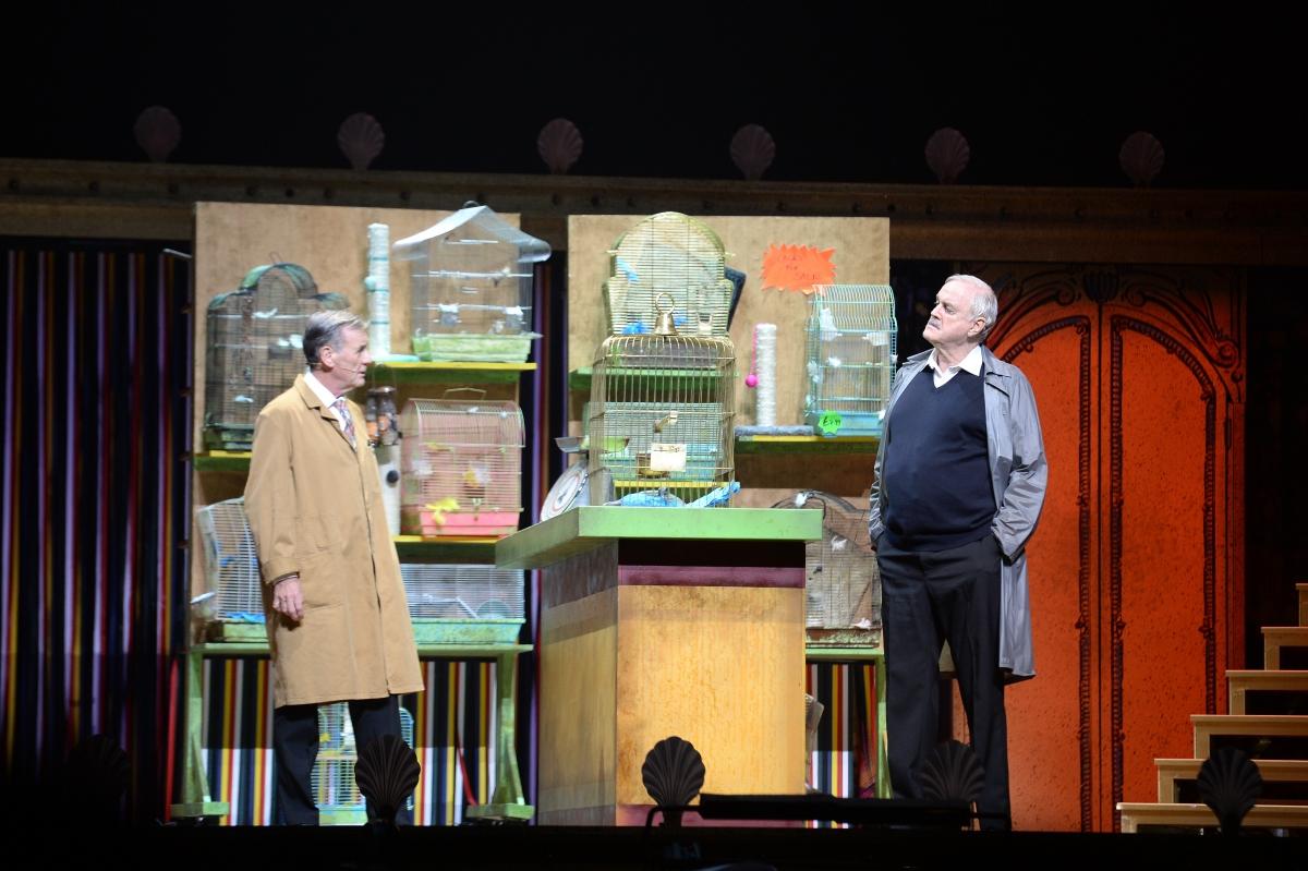 Monty Python Live - Dead Parrot
