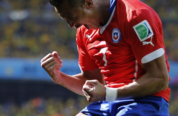 Chile's Alexis Sanchez celebrates his goal against Brazil