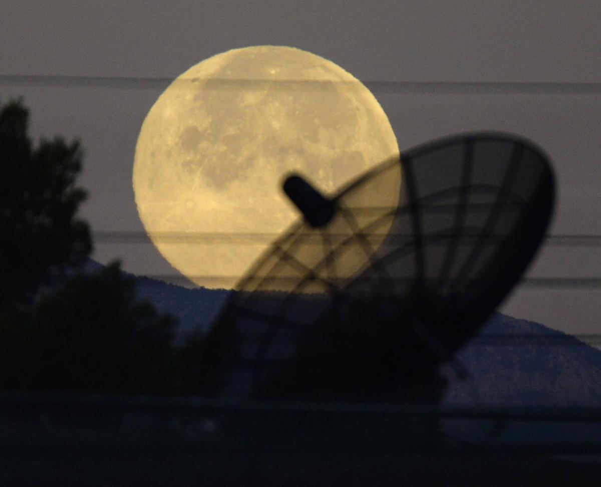 The Supermoon sets towards the western skies of Las Vegas, Nevada, USA