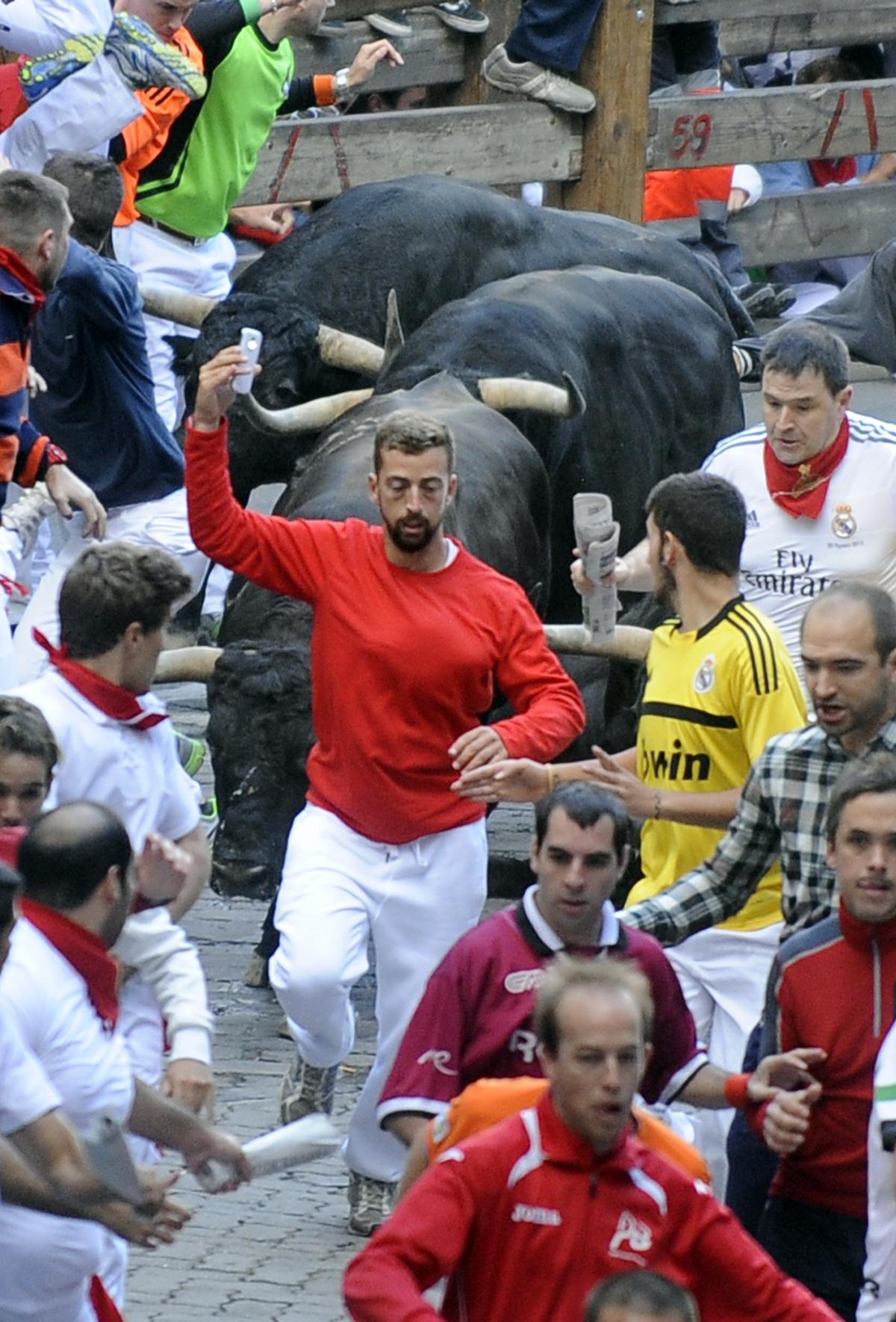 Man snaps selfie on Pamplona bull run. (Getty)