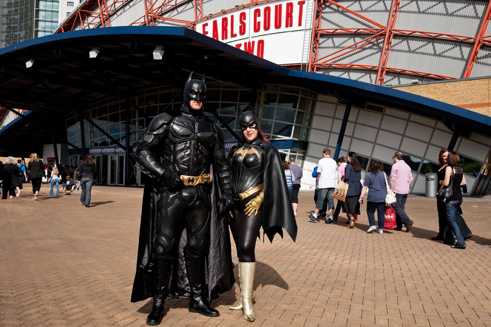 Cosplayers and Stars Mingle at London Film & Comic Con
