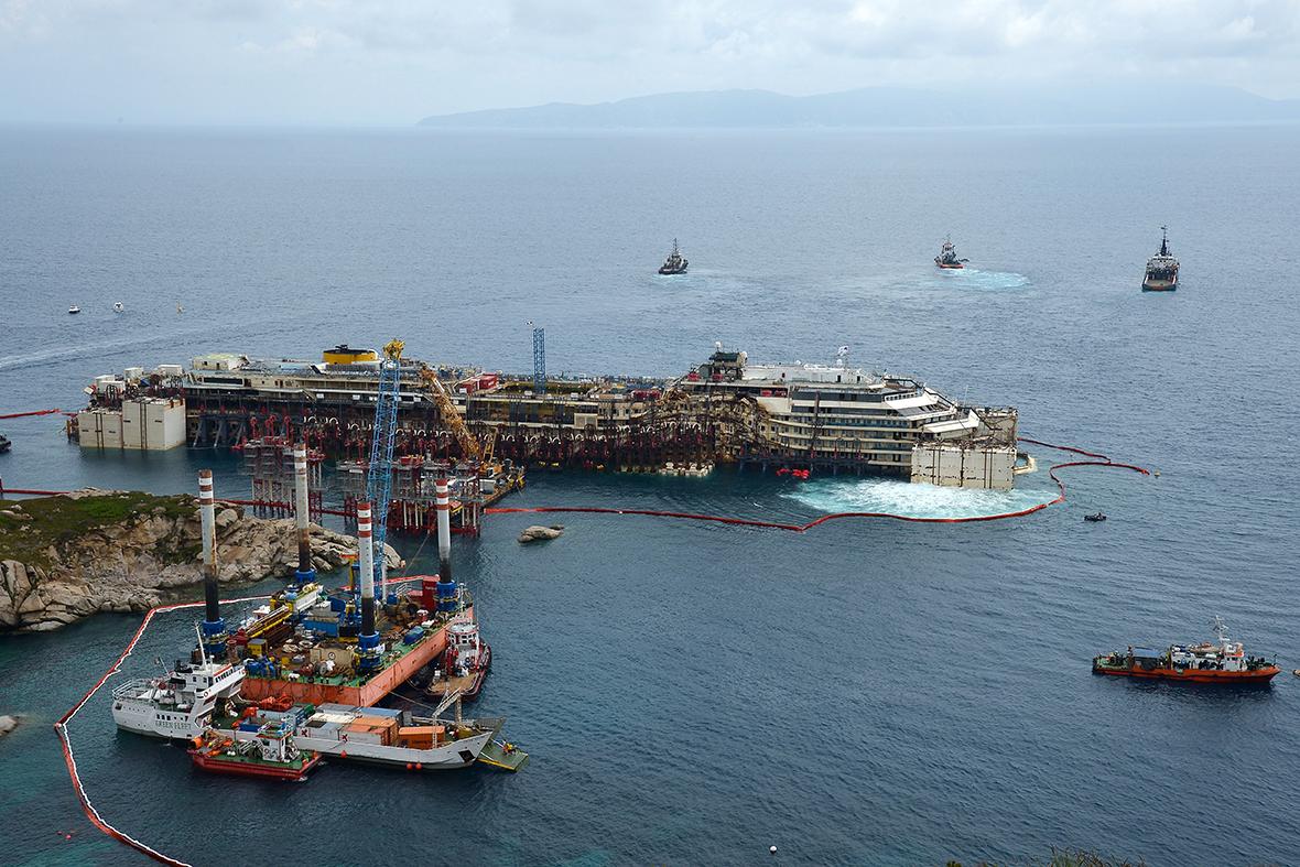 Costa Concordia 20 Powerful Photos Of The Cruise Ship