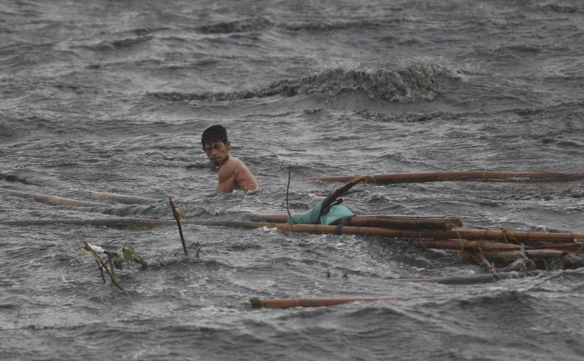 Typhoon Rammasun hits Philippines