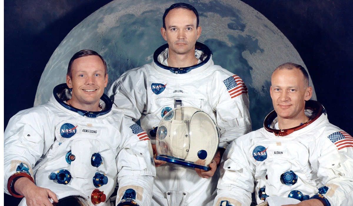 names of astronauts who circled the moon - photo #19