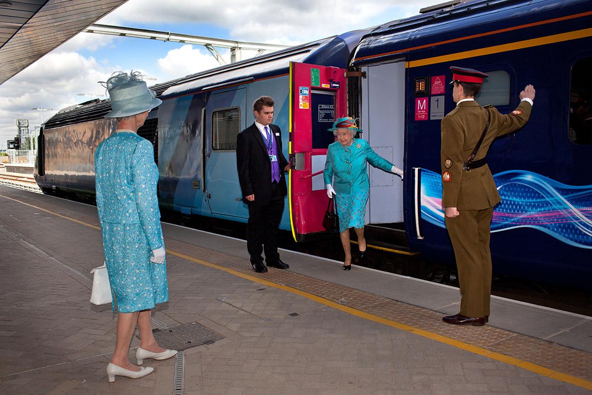 queen arrive