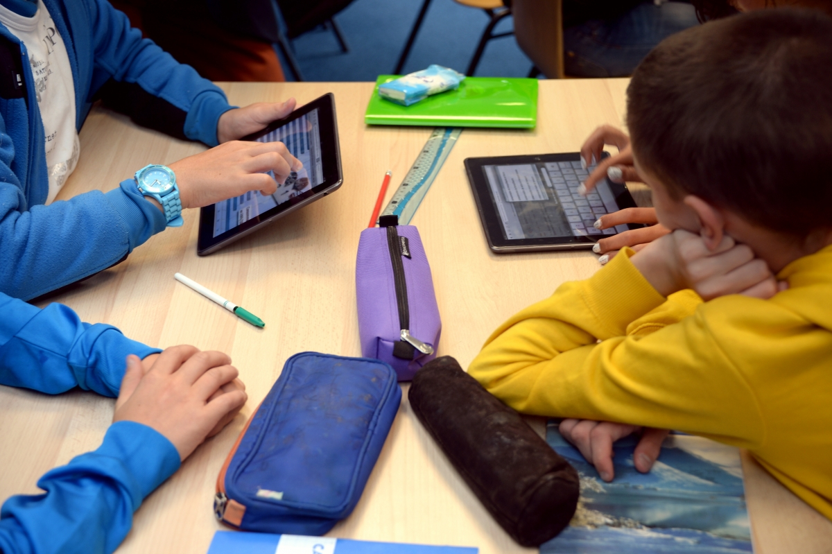 Children learning with iPads