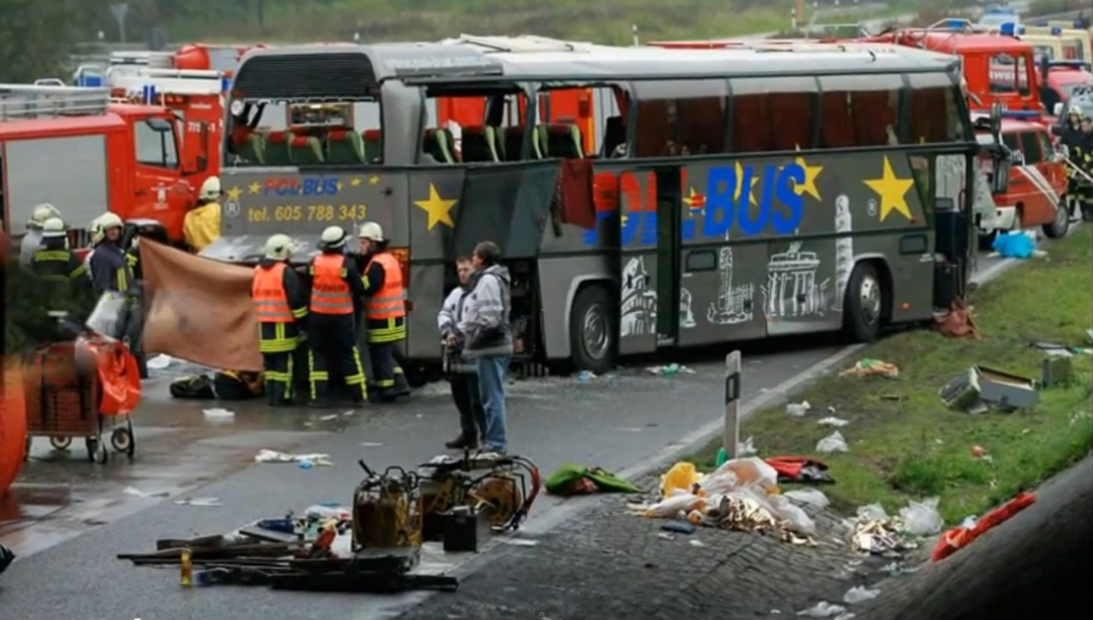 germany 9 killed 40 injured in bus crash. Black Bedroom Furniture Sets. Home Design Ideas