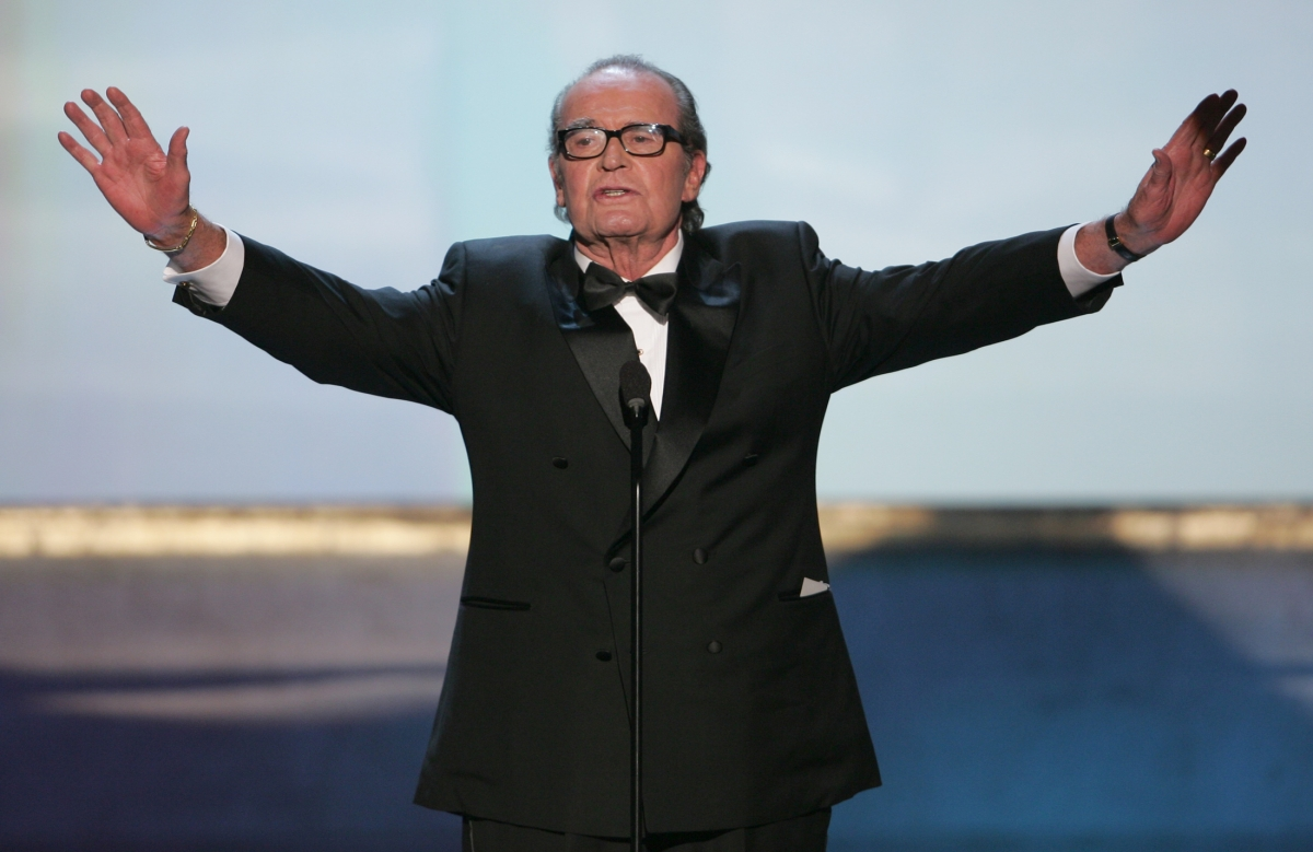 Celebrities paid tribute to James Garner on Twitter.
