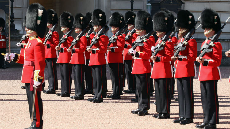 Queen's Guard Perform Game of Thrones Theme