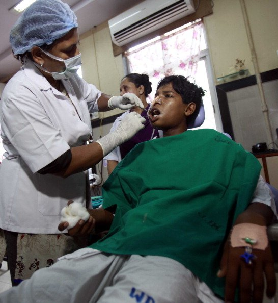 Indian teen getting his 232 teeth pulled out in Mumbai