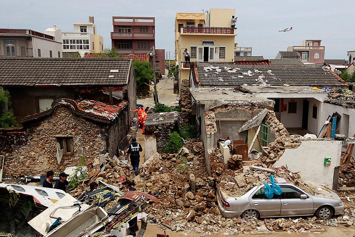 taiwan plane crash roof