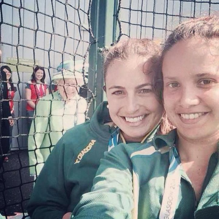 Queen of England photobombs Australian hockey players Selfie