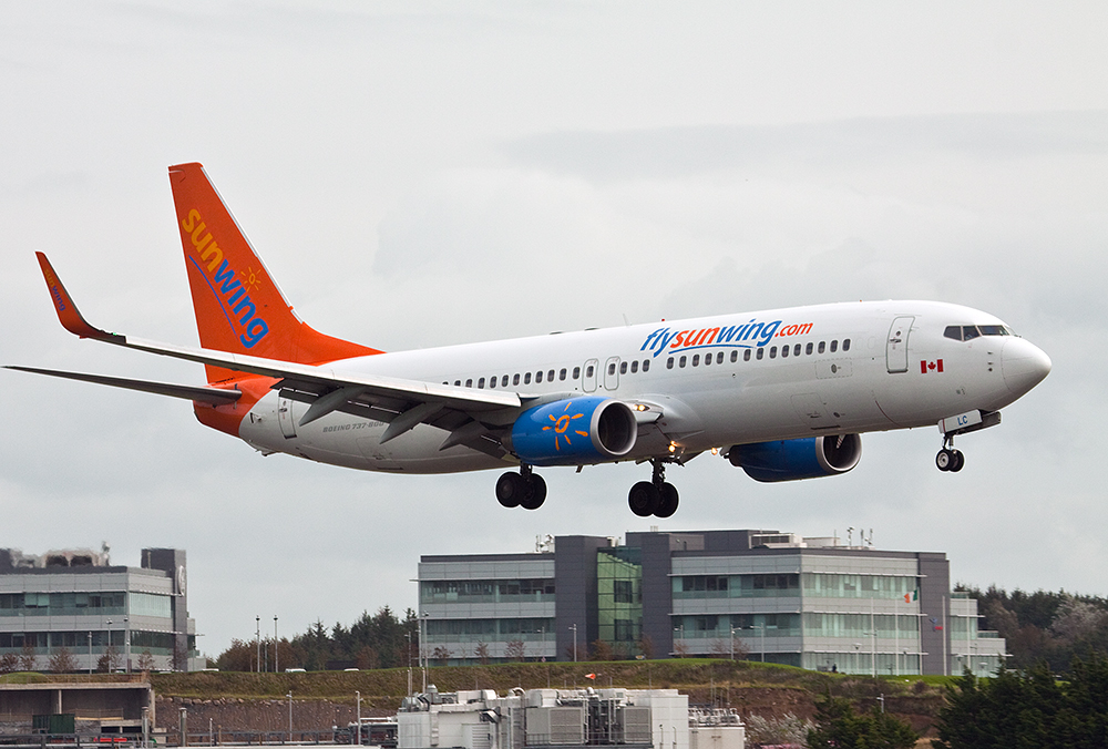 Sunwing airlines plane