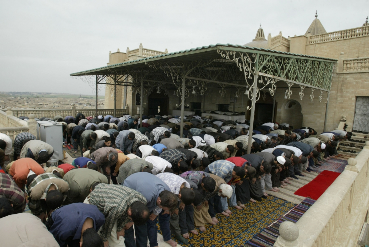 Worshippers at the Mosque of the prophet Yunus in Mosul in 2010. (Getty)