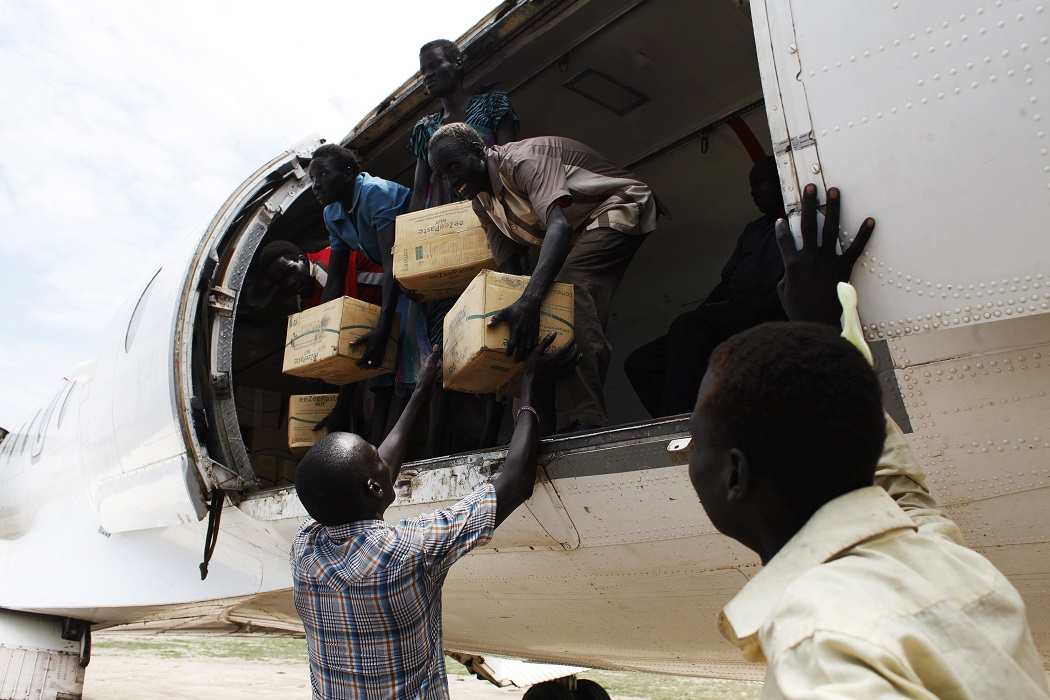 Offloading food aid in South Sudan