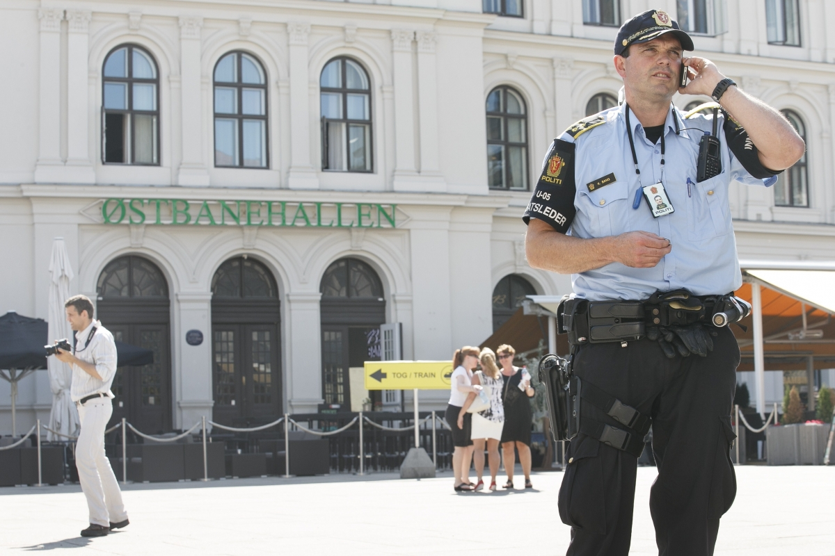 Norwegian police guard Oslo's train station