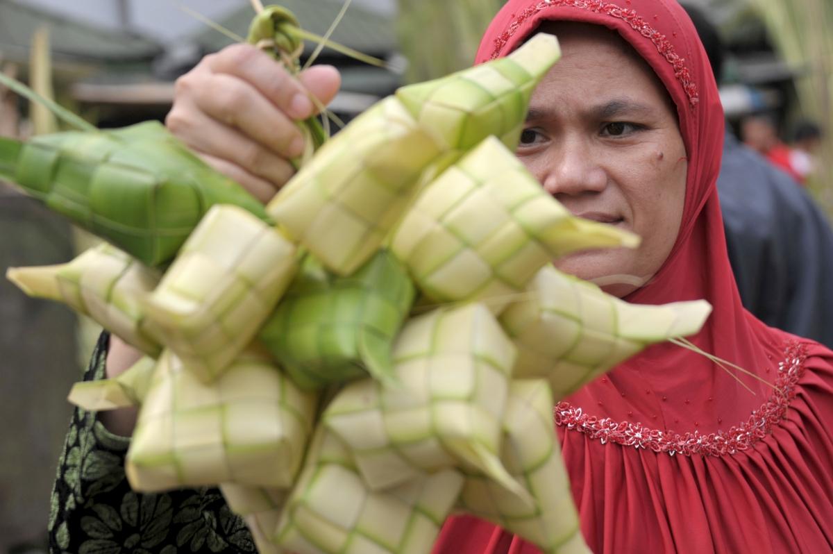 Muslim Woman Buys Rice Cakes