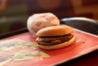 McDonald\'s cheeseburger