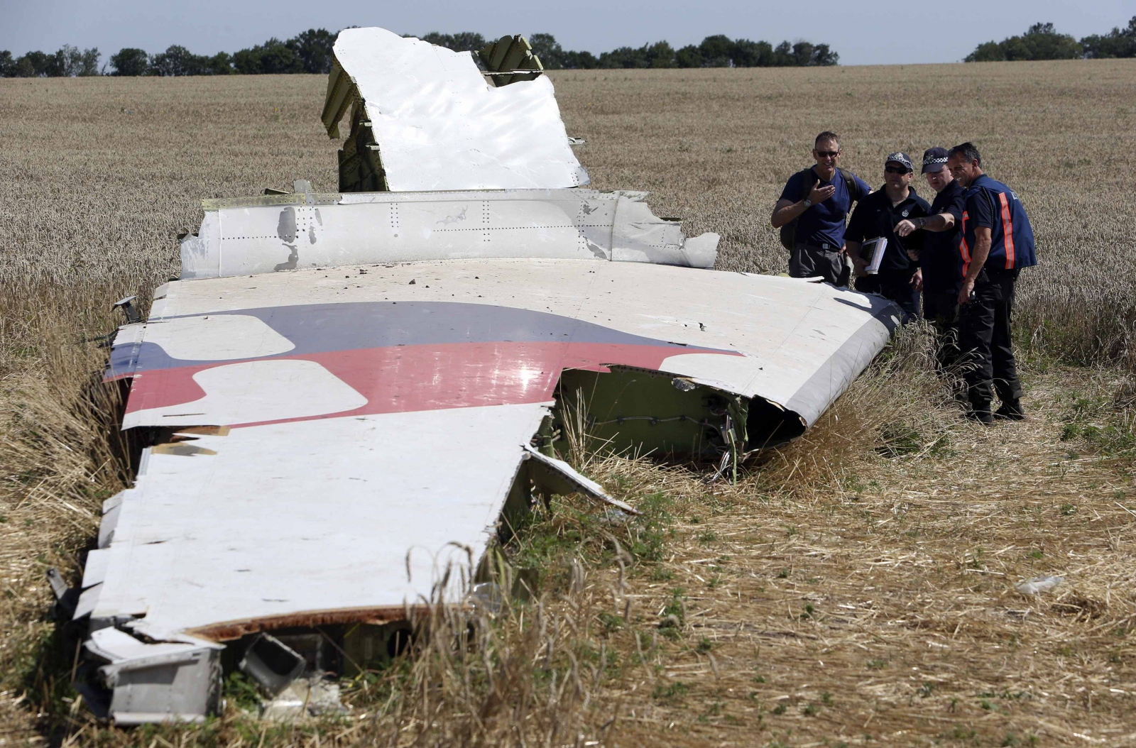 Experts Start Work at MH17 Crash Site despite New Fighting