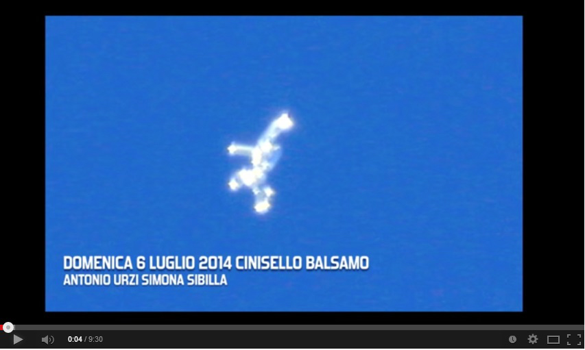 Huge UFO with Flashing Lights Caught Flying Over Italy Sky