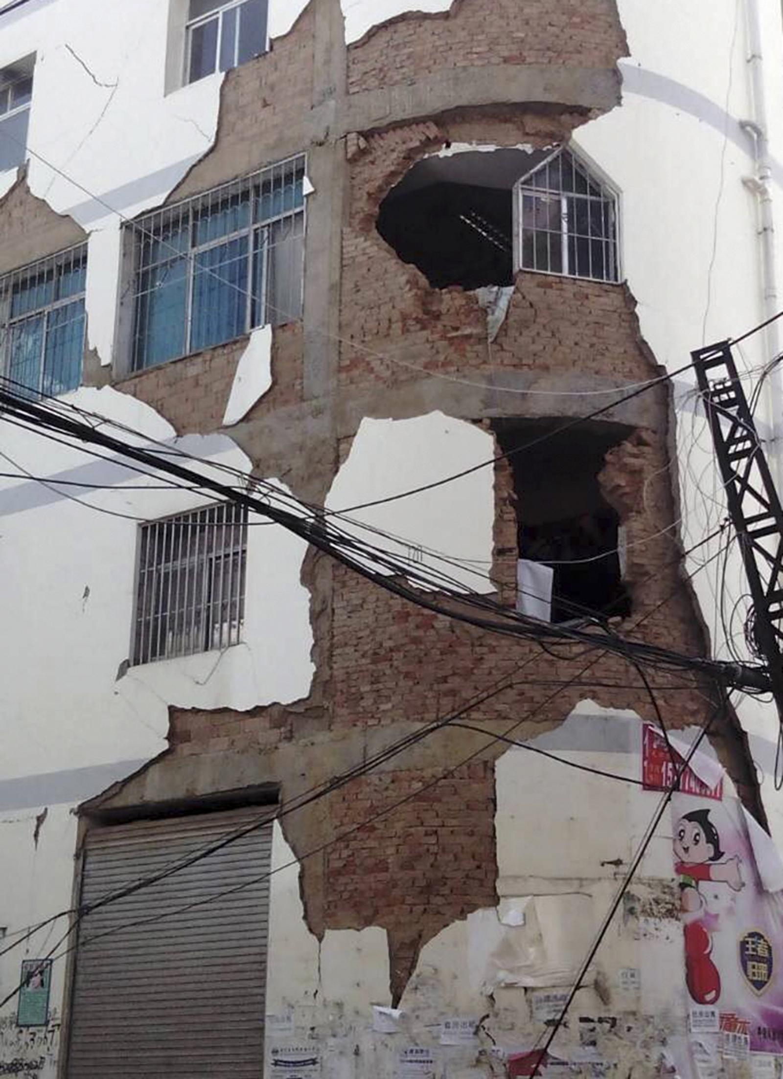 Yunnan Earthquake damaged building