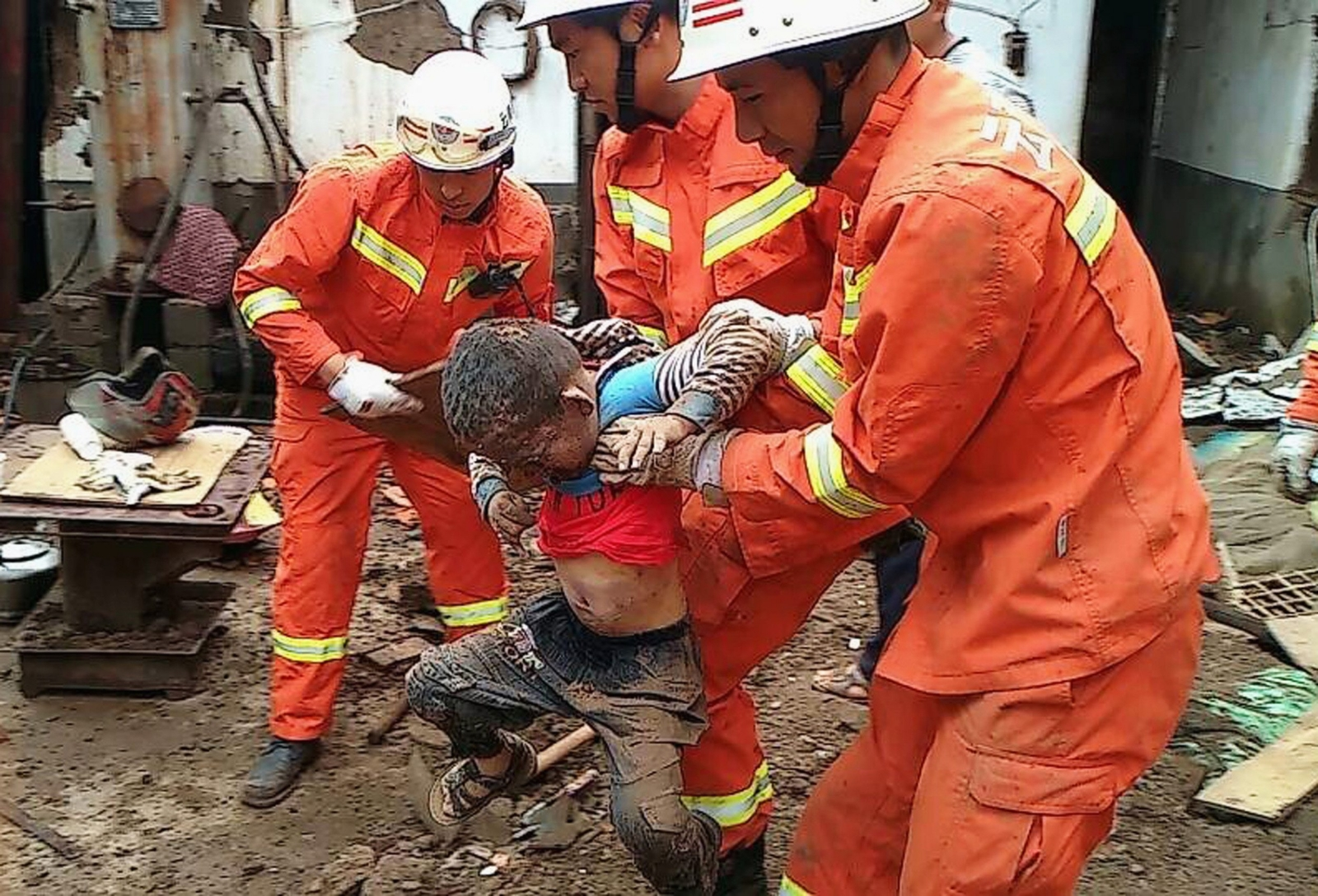 China Quake: Death Toll to Rise As Rescue Teams Reach Remote Areas