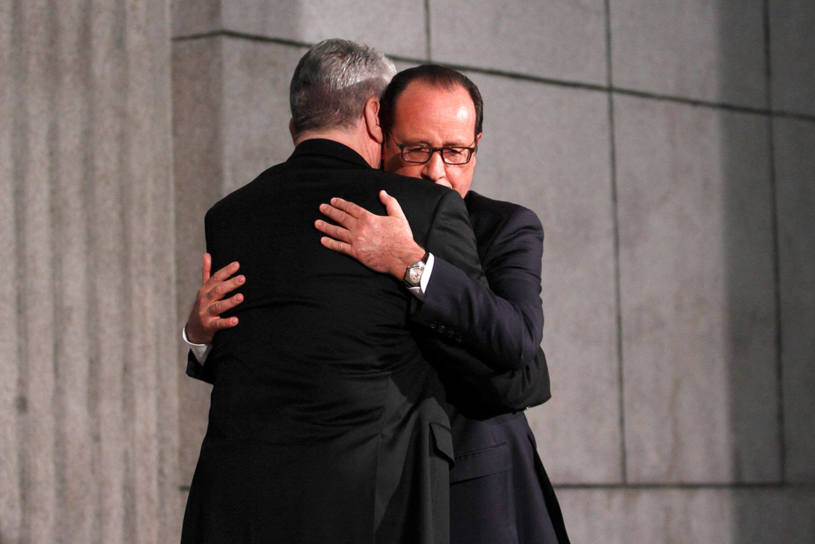 hollande gauck hug