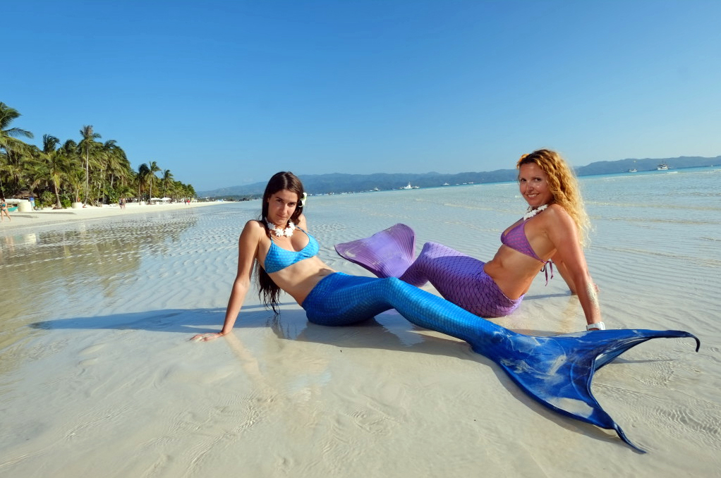Spain Opens Its First Mermaid Academy To Help People