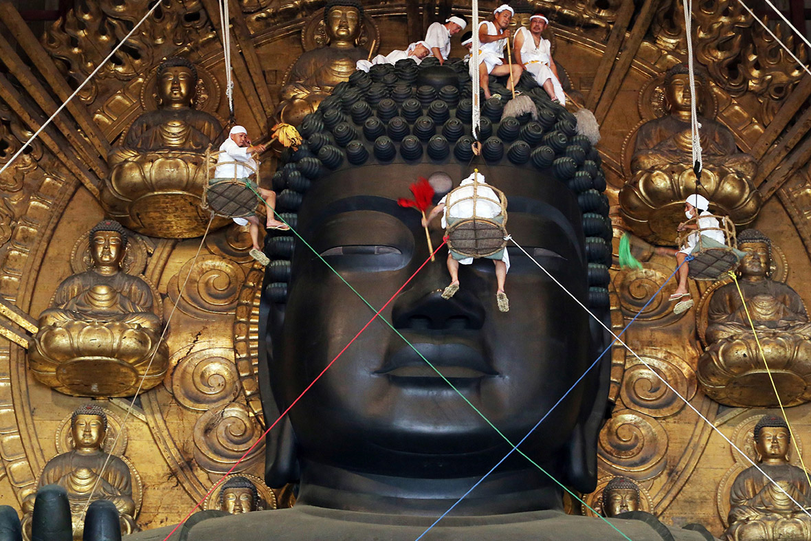 buddha dusting