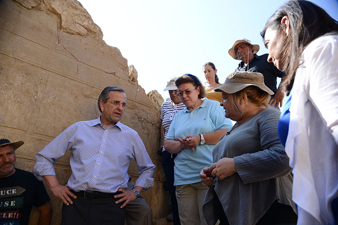 Greek PM Antonis Samaras and his wife learn more about the ancient Amphipolis tomb