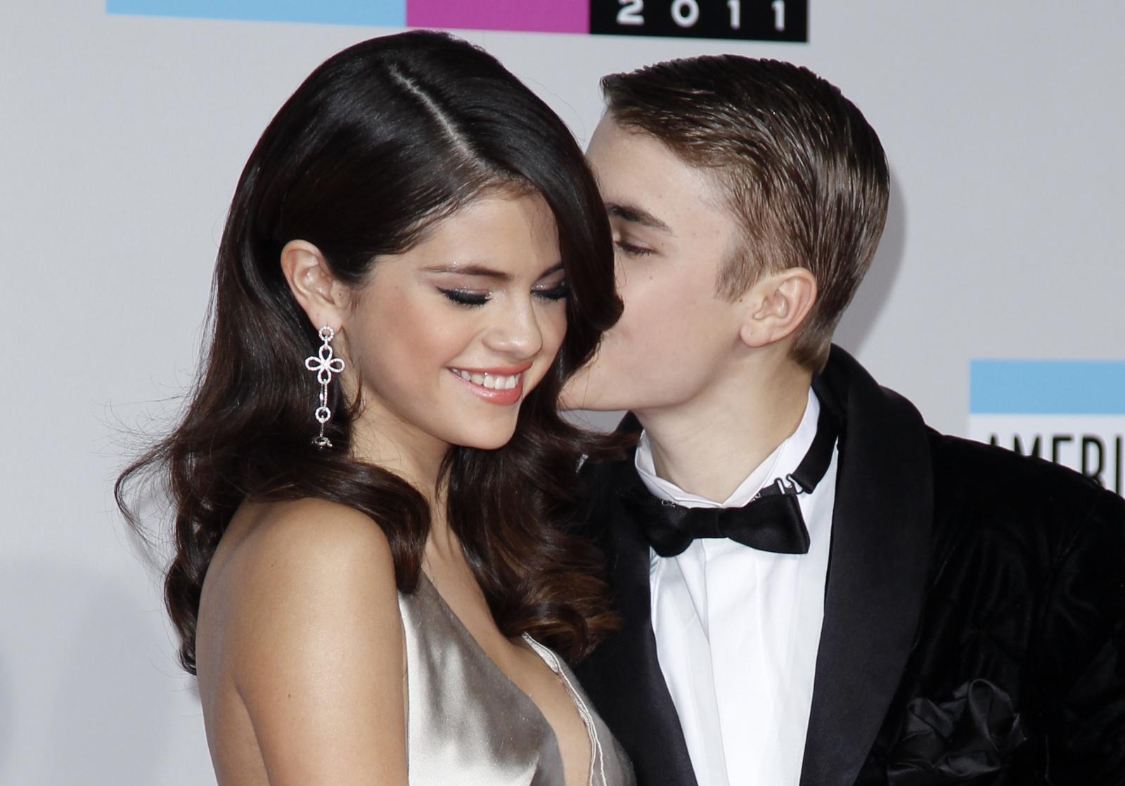 Singer Justin Bieber Selena Gomez