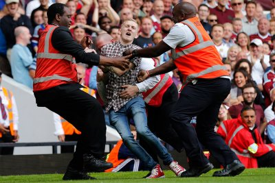 tottenham pitch invasion