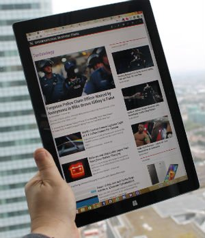 Microsoft Surface Pro 3 Review On-handed Use