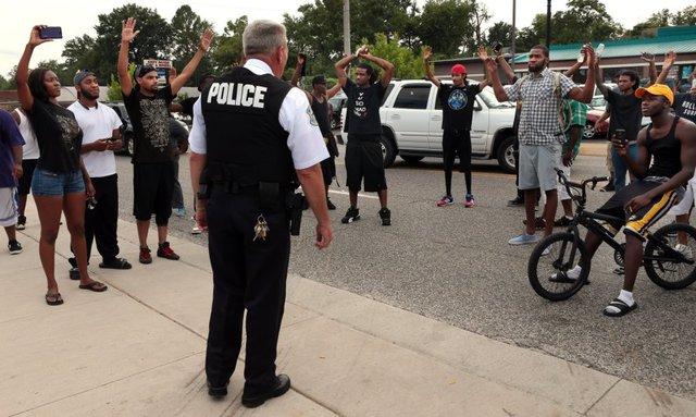 Ferguson Shooting: Knife-Wielding Man Shot Dead by Missouri Police