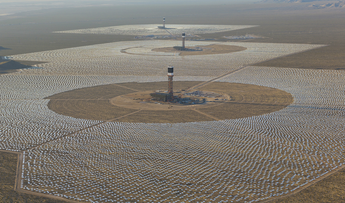 The $2.2bn solar energy plant at Ivanpah Dry Lake in California has inadvertently turned into a death trap for birds