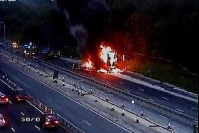 M25 shut after lorry fire