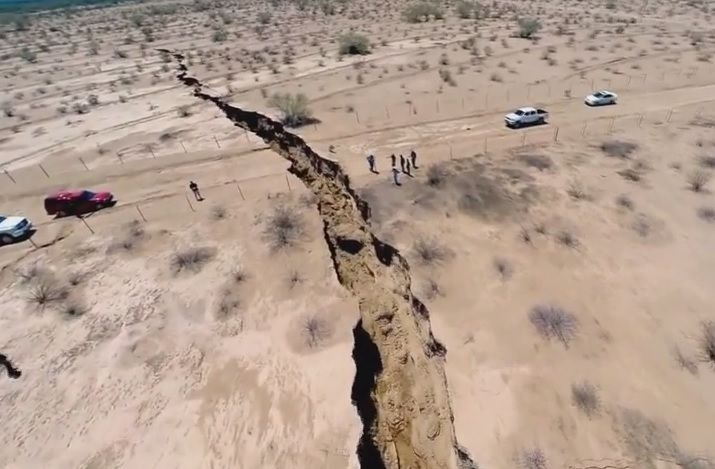 Mexico: Giant Crack in Rural Area Sparks Earthquake Fears