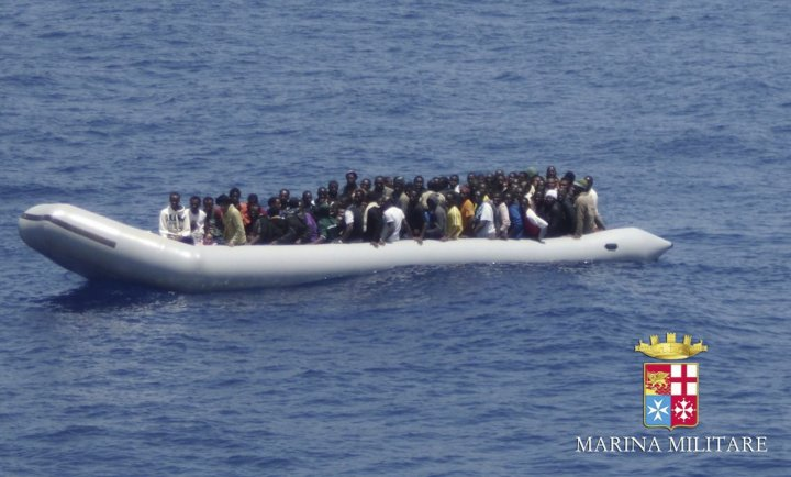 Boat carrying African immigrants sinks off Libya coast