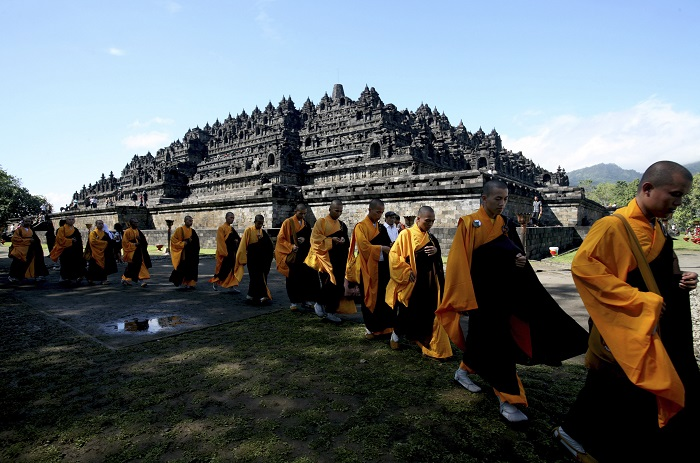 Central Java Police are on alert after the Islamic State threatened to bomb the ninth-century Borobudur Temple, a Unesco World Heritage Site.