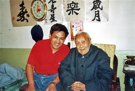 Jia Yinghua (L), the author of The Last Eunuch of China, poses with China's last eunuch, Sun Yaoting, at Sun's house in Beijing in a 1996 photo.