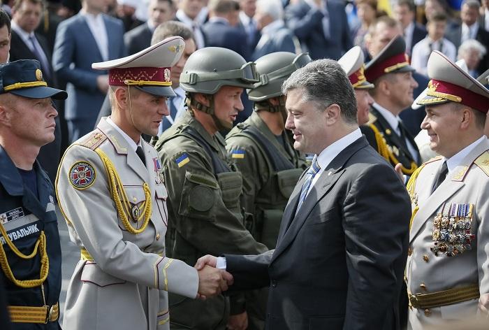 Ukraine's President Petro Poroshenko greets servicemen who participated in Ukraine's Independence Day military parade in the centre of Kiev.