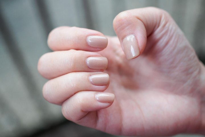 nail polish hand