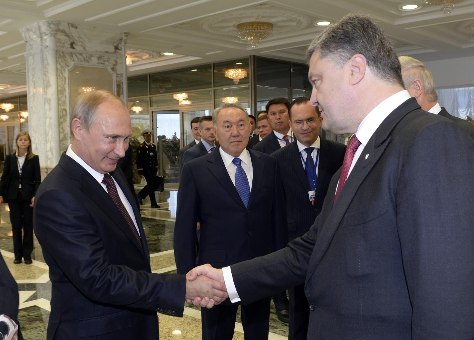 Petro Poroshenko Vladimir Putin shake hands