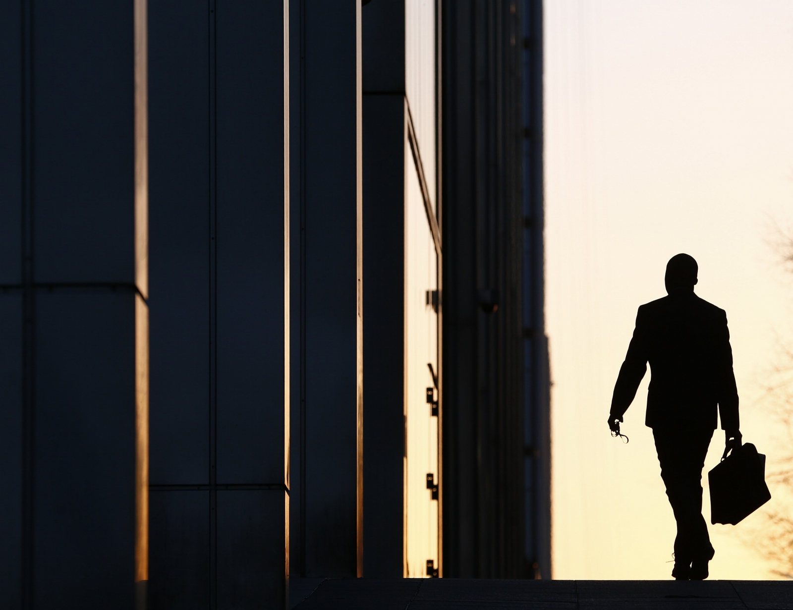 Worker arrives in Canary Wharf