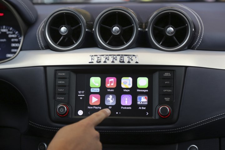 Apple CarPlay iOS 8
