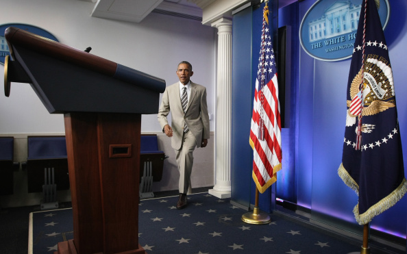 yes he can us president barack obama steals spotlight in