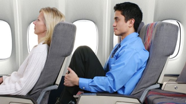 US plane divert over reclining seat row