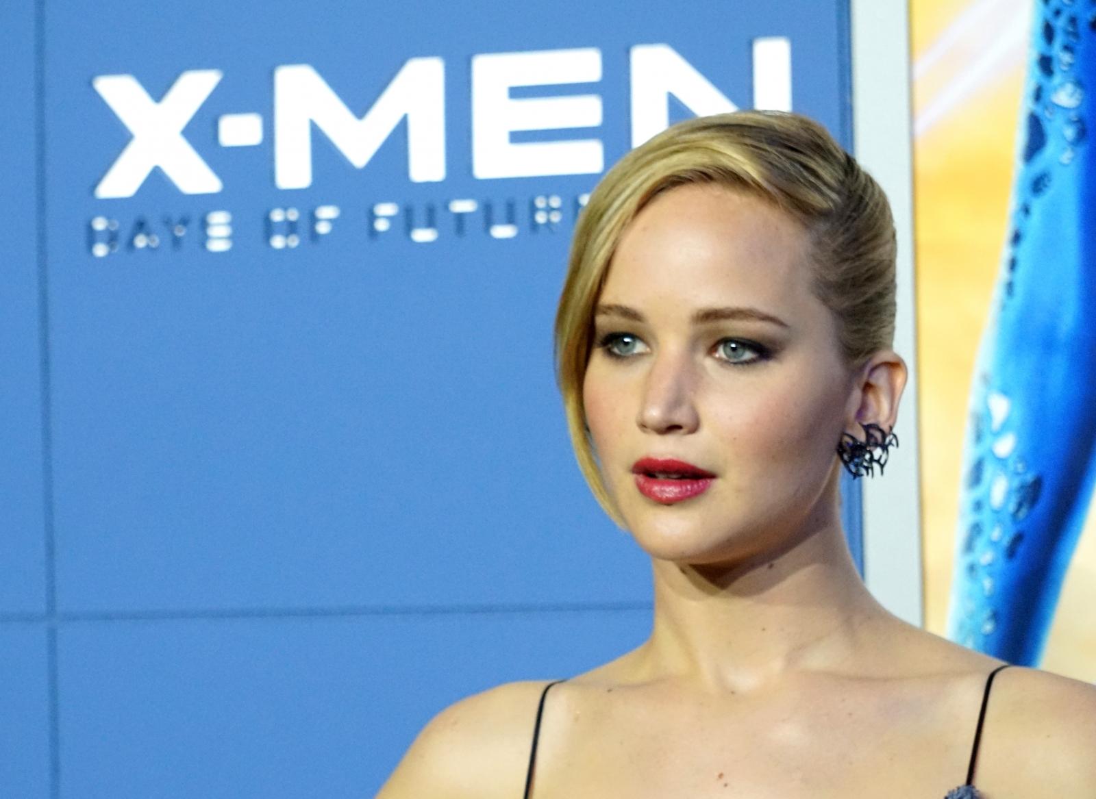 Jennifer Lawrence dating Chris Martin