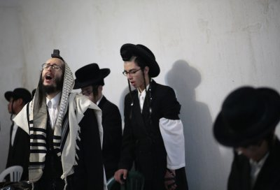 Lev Tahor at prayer
